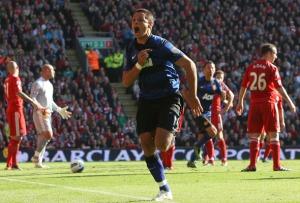 Contra el Liverpool, el Chicharito si fue eficiente al anotar goles clave