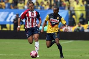 Chicharito no logró destacar en el Clásico Nacional entre Chivas y América