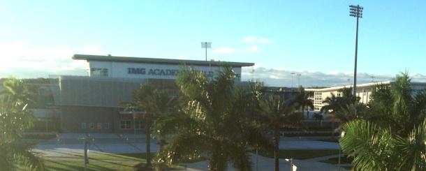 El IMG Academy Stadium tiene una capacidad para 5,000 espectadores.