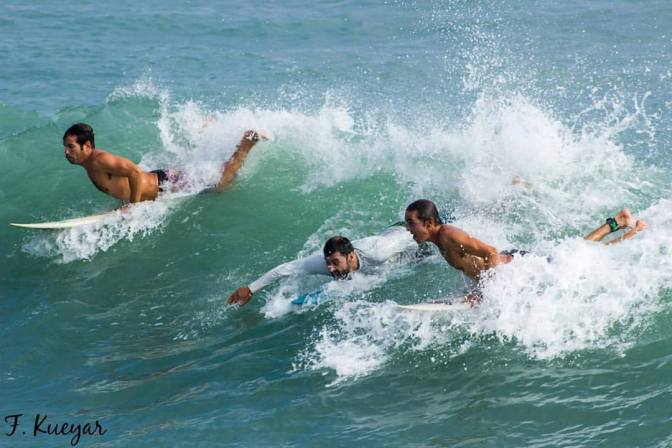 Surf en Playa Miramar